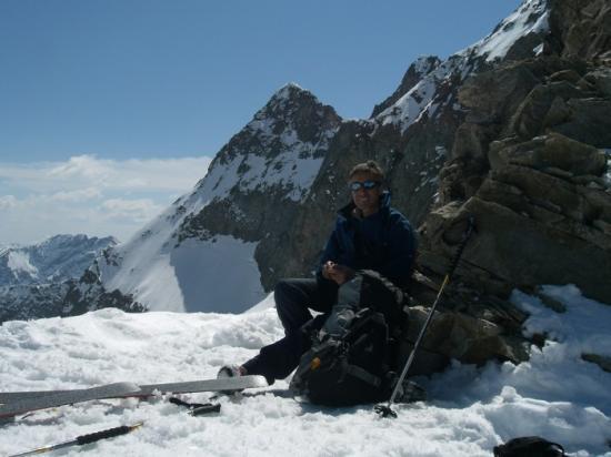 Le propriétaire en ski de randonnée