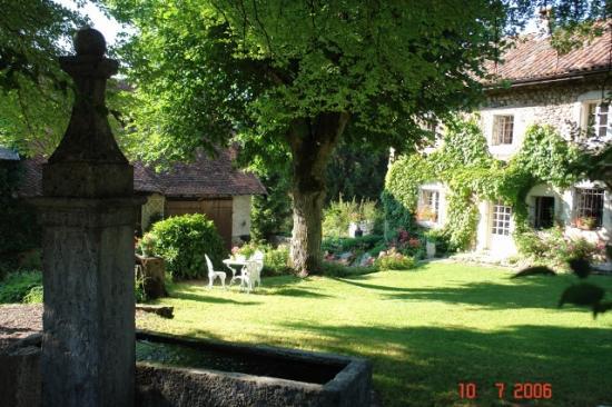 Fontaine maison et grange