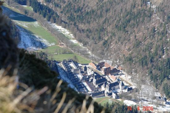 monast vu de Mauverné
